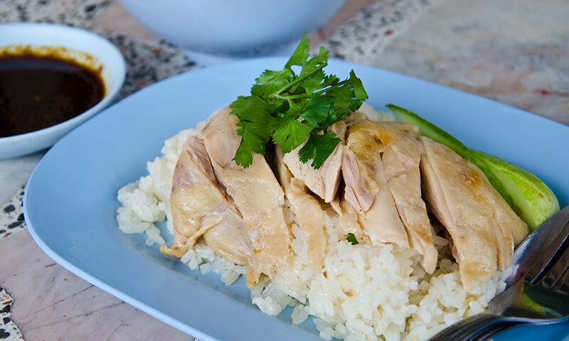 Pollo con arroz de hainan
