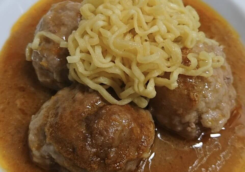 Albóndigas de Cerdo Estofadas en Salsa